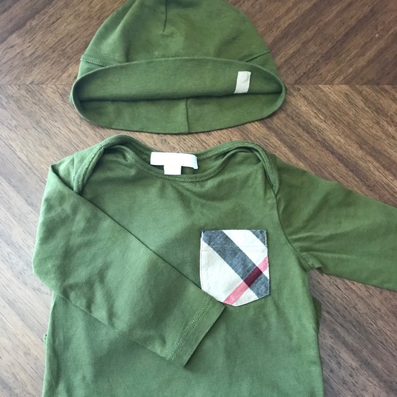 6554709b302 Burberry Other - BURBERRY Baby s Onesie Set With Hat 0-9M